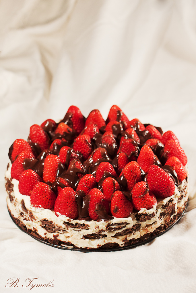 Перфектната комбинация - шоколад, сметана и ягоди